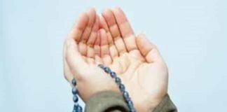 Mengangkat tangan ketika berdoa