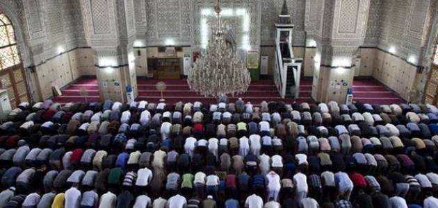 shalat berjamaah di masjid yang bertingkat