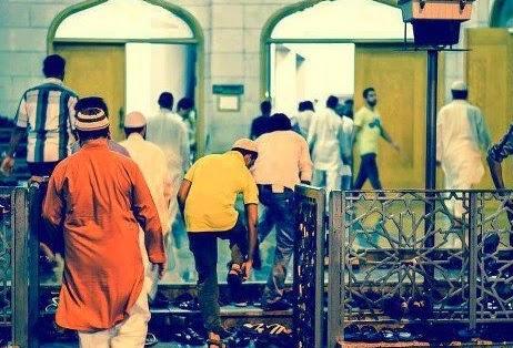 masuk masjid