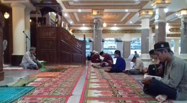 memakmurkan masjid