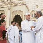 Anjuran Menyambung Silaturahim kepada Sahabat Orang Tua