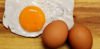 telur yang berdarah