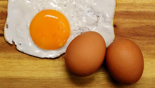 Hukum Makan Telur yang Berdarah