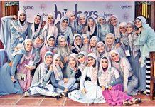 wanita dengan jilbab