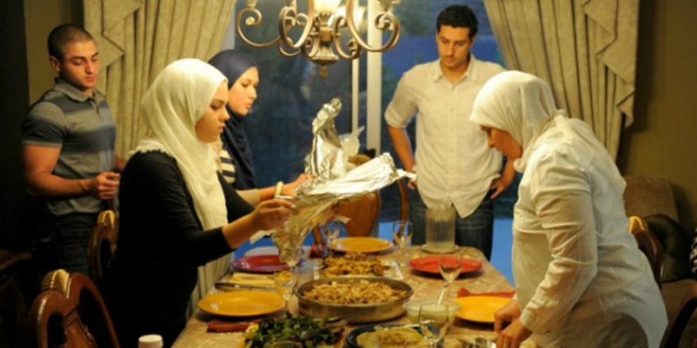 Doa Ketika Selesai Makan di Rumah Orang Lain