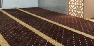 meminjam karpet masjid