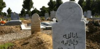 menamai nisan kuburan