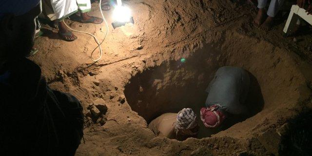 setelah menguburkan jenazah