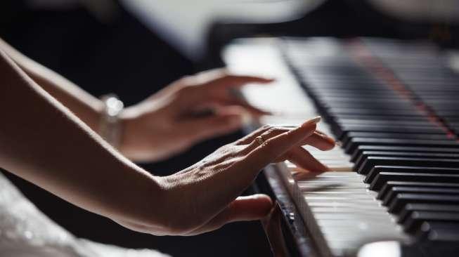 hukum main piano