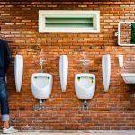 buang seni di urinoar
