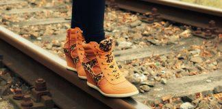 Hukum Memakai Sepatu yang Terbuat dari Kulit Babi