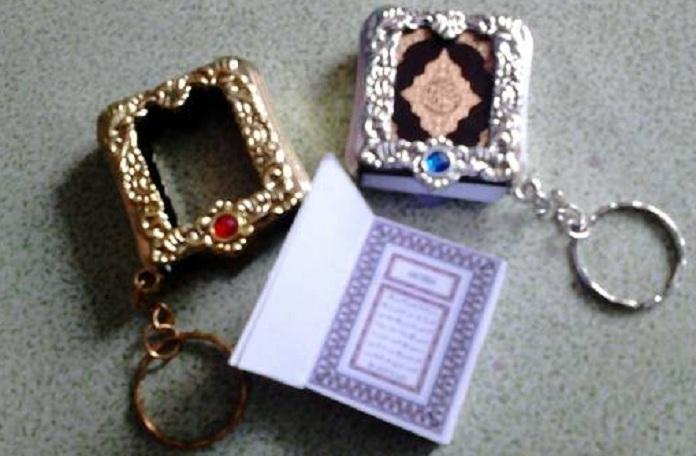 gantungan kunci Al-Qur'an mini