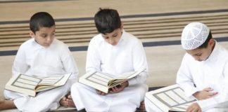 mendengarkan bacaan Al-Qur'an