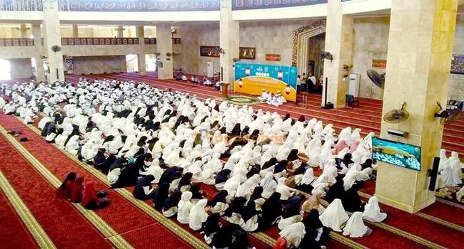 sekitar masjid ada santri