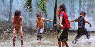 mandi air hujan