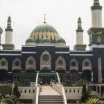 memasuki masjid di hari Jumat