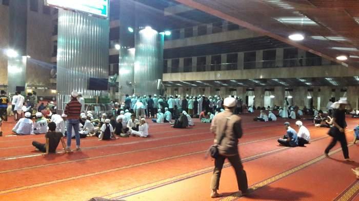 menginap di masjid