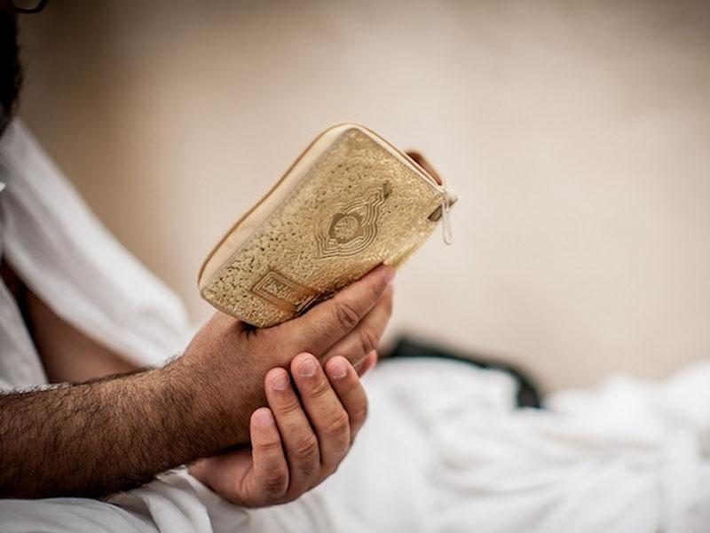 membaca Al-Quran sambil tiduran