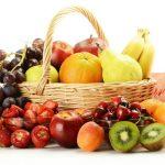 membawa buah-buahan