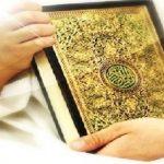 memegang al-quran