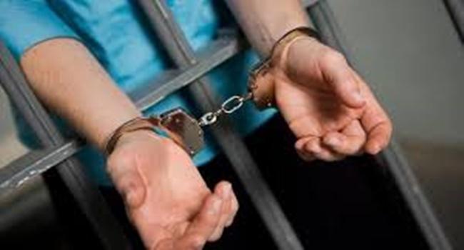 memenjarakan orang