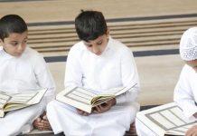 mendengarkan bacaan Al-Quran