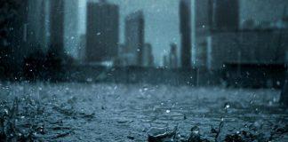 siang dan malam hujan turun terus