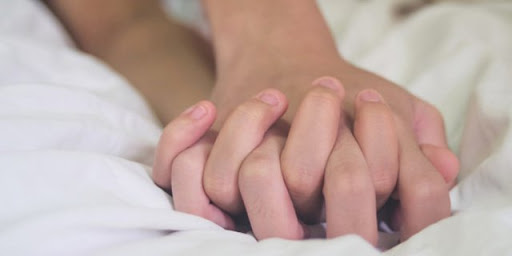 berhubungan intim