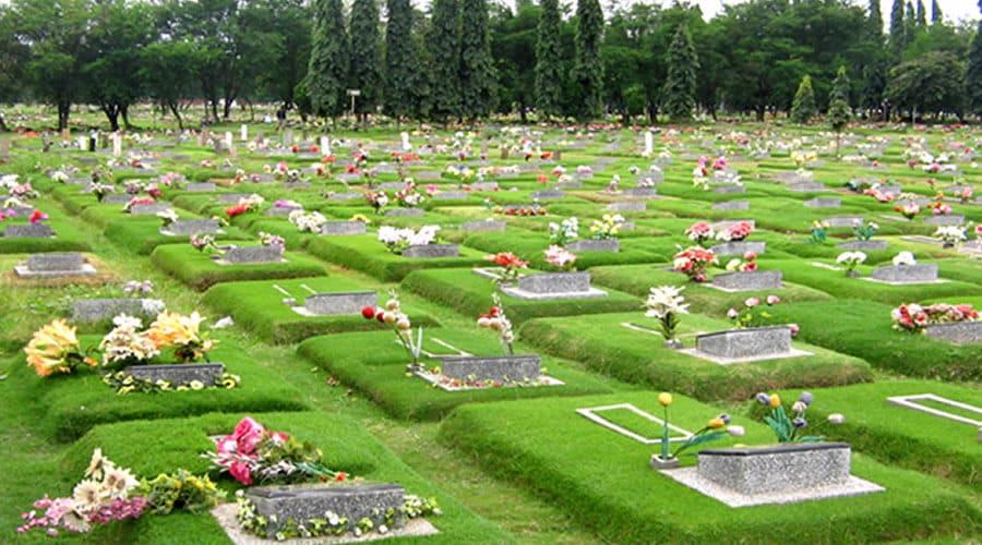 bersih-bersih kuburan