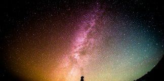 Tuhan menyuruh manusia banyak melihat langit