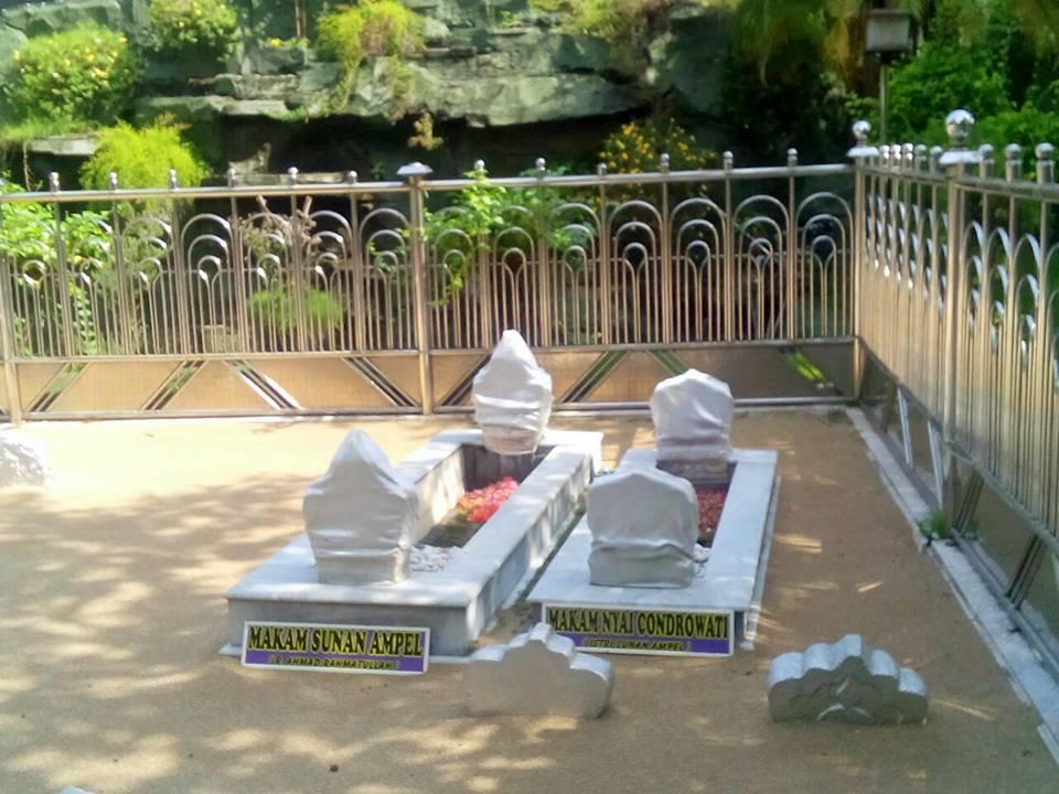 menginap dan tidur di kuburan