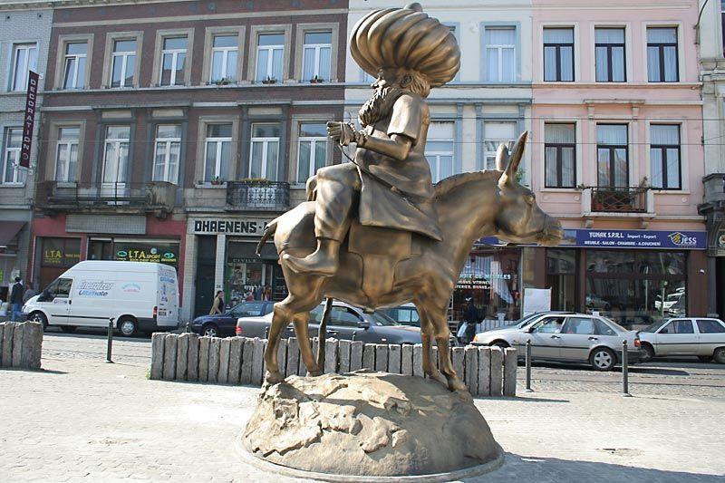 Nasruddin Hoja bersila di depan Sultan Demak