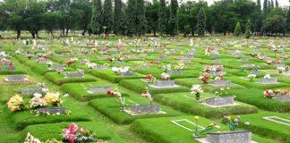 ketika melewati kuburan