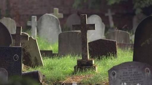 membantu menguburkan jenazah