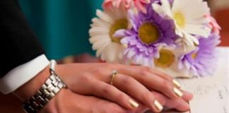 Cincin Pernikahan Dipasang di Jari Mana