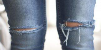 shalat dengan memakai celana robek