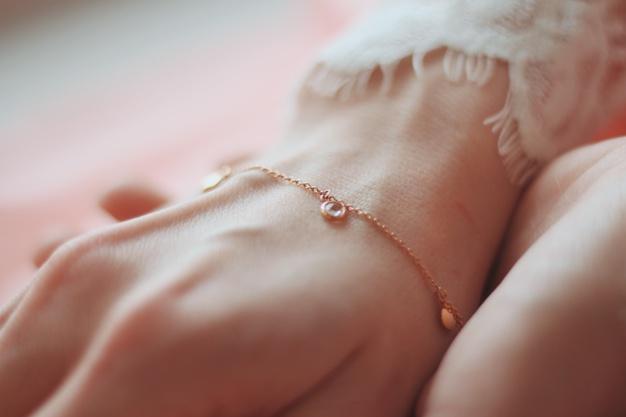 shalat memakai gelang