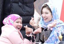 wanita non muslim memakai hijab kredit Kstarlive.com