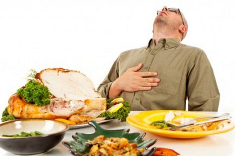 mengonsumsi makanan
