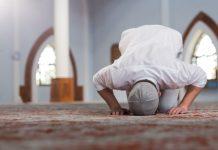 Imam Membaca Ayat Sajadah Ketika Shalat Sirriyah, Apakah boleh?