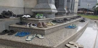 pinjam sandal orang lain tanpa izin